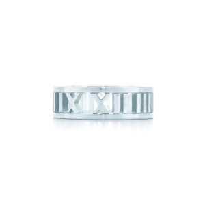 ティファニー アトラス 指輪 レディース 個性的なスタイリングで大歓迎 Tiffany & Co コピー ストリート シルバー 着こなし 格安