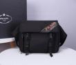 PRADA プラダ ショルダーバッグ コピー メンズ シンプル派の定番コーデに 大容量 ブラック 2020通販 ブランド 最安値
