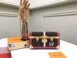 Louis Vuitton ルイ ヴィトン ショルダーバッグ コーデ シンプルさが感じさせ レディース コピー 相性抜群 通勤通学 手頃価格